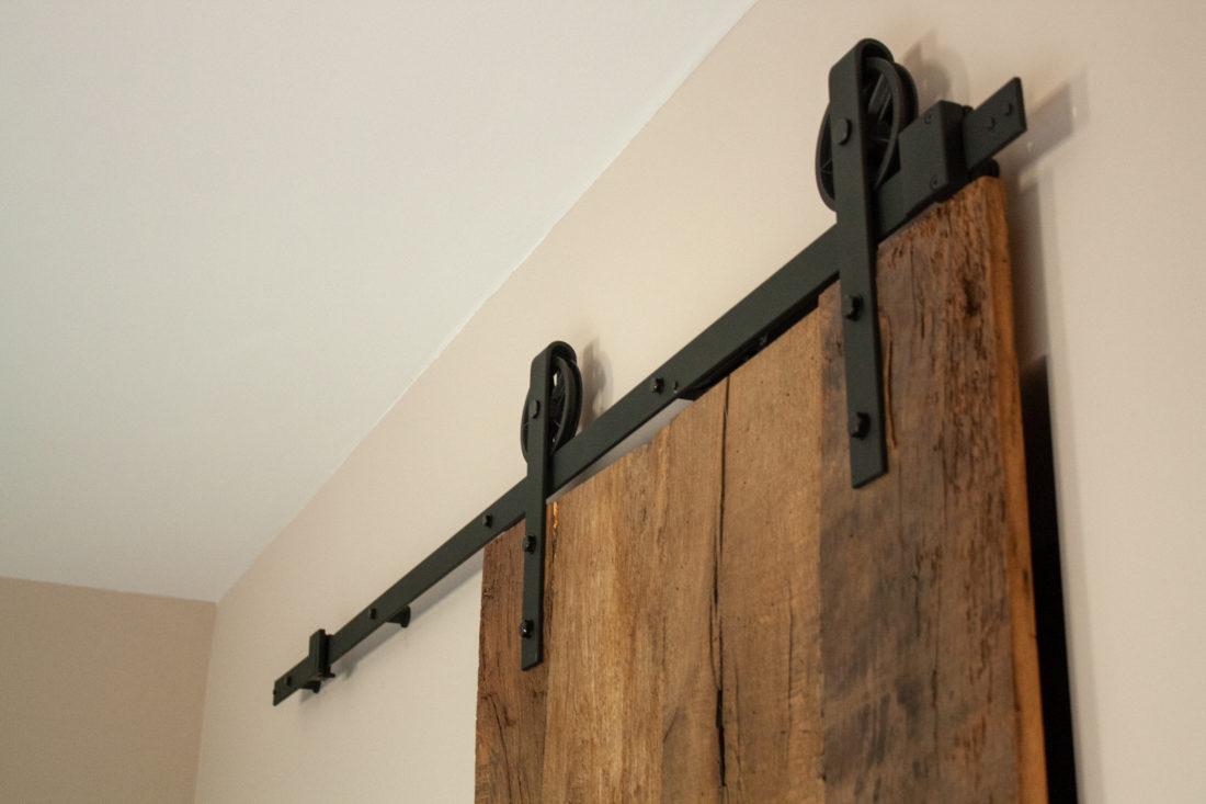 Barnwood deur in woning