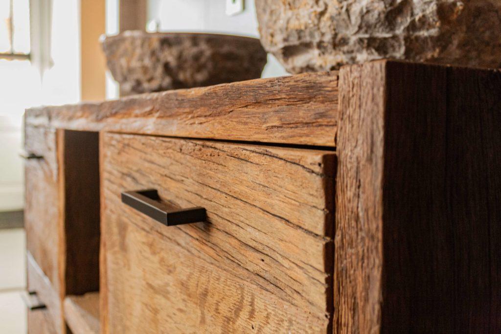 kast van robuust hout